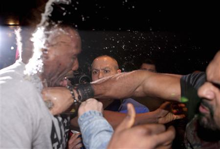 Former WBA heavyweight champion David Haye (R) of Britain punches compatriot Dereck Chisora during a news conference following the WBC heavyweight bout between Vitali Klitschko of Ukraine and Chisora in Munich February 18, 2012. REUTERS/Action Images/Andrew Couldridge