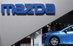 <p>Mazda Motor prévoit de lever 2,1 milliards de dollars (1,6 milliard d'euros) pour assainir ses finances et investir dans un nouveau site au Mexique, a-t-on appris mardi de sources financières. /Photo d'archives/REUTERS/Yuriko Nakao</p>