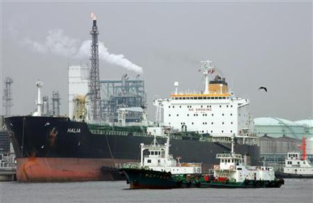 A tanker docks at oil refineries in Yokohama, south of Tokyo August 31, 2005. REUTERS/Issei Kato