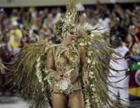 Rainha de bateria do Salgueiro, Viviane Araújo. 20/02/2012 REUTERS/Sergio Moraes