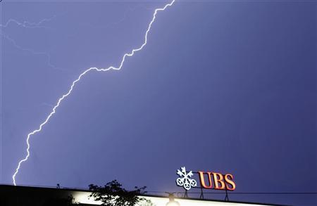 Lightning strikes over the headquarters of Swiss bank UBS during a thunderstorm over the Paradeplatz square in Zurich late August 24, 2011. REUTERS/Arnd Wiegmann/Files