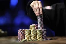 A contestant stacks chips during the World Series of Poker Main Event at the Rio hotel-casino in Las Vegas, November 8, 2010. 