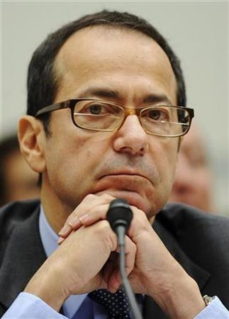 Hedge fund director John Alfred Paulson, president of Paulson & Co Inc, testifies before a US House Oversight and Government Reform Committee hearing on the regulation of hedge funds, on Capitol Hill in Washington, November 13, 2008.  REUTERS/Jonathan Ernst