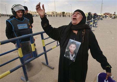 A relative of a victim who was killed during Egypt's revolution reacts outside the police academy where former Egyptian President Hosni Mubarak is on trial in Cairo January 19, 2012. REUTERS/Suhaib Salem