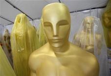 Estatuetas do Oscar são vistas armazenadas numa tenda em preparação aos 83os Academy Awards em Hollywood, 23 de fevereiro de 2011. REUTERS/Danny Moloshok