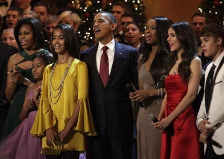 U.S. President Barack Obama with his family sing at the ''Christmas in Washington'' celebration at the National Building Museum in Washington December 11, 2011. REUTERS/Yuri Gripas