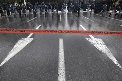 Greece pores over bailout laws amid protests