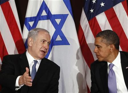 U.S. President Barack Obama shakes hands with Israeli Prime Minister Benjamin Netanyahu at the United Nations in New York September 21, 2011. REUTERS/Kevin Lamarque