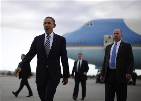 President Barack Obama arrives at Los Angeles International Airport, February 15, 2012.   REUTERS/Jason Reed