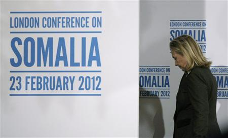 Secretary of State Hillary Clinton walks off the stage after speaking at a news conference after the London Conference on Somalia in London February 23, 2012.   REUTERS/Jason Reed
