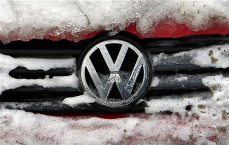 The logo of German car manufacturer Volkswagen is seen on the radiator grill of a vehicle covered with snow and ice in Bucharest February 10, 2012. REUTERS/Radu Sigheti (ROMANIA  - Tags: BUSINESS LOGO)