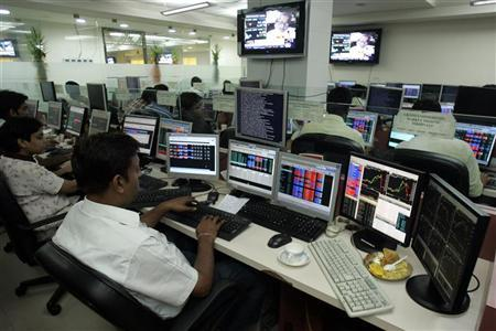 Stockbrokers trade at a brokerage firm in the eastern Indian city of Kolkata July 6, 2009. REUTERS/Jayanta Shaw/Files