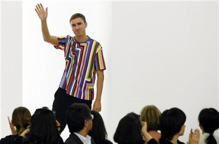 Belgian designer Raf Simons acknowledges the applauses at the end of the Jil Sander Spring/Summer 2012 women's collection during Milan Fashion Week September 24, 2011. REUTERS/Alessandro Garofalo
