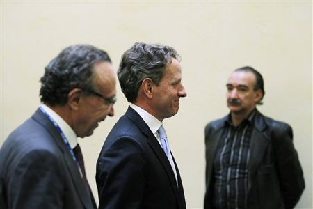 U.S. Treasury Secretary Timothy Geithner (C) and Chairman of Grupo Financiero Banorte Guillermo Ortiz (L) arrive to a meeting of Group of Twenty (G20) leading economies' finance ministers and central bankers in Mexico City February 25, 2012. REUTERS/Tomas Bravo