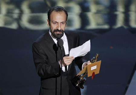 Asghar Farhadi, director of Iranian film ''A Separation'' accepts the Oscar for Best Foreign Language Film at the 84th Academy Awards in Hollywood, February 26, 2012.  REUTERS/Gary Hershorn