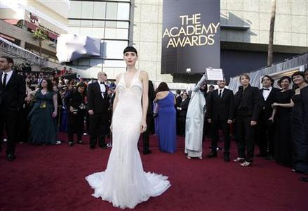 Rooney Mara, best actress nominee for her role in ''The Girl with the Dragon Tattoo,'' wears a Givenchy dress as she arrives at the 84th Academy Awards in Hollywood, California, February 26, 2012.  REUTERS/Lucy Nicholson