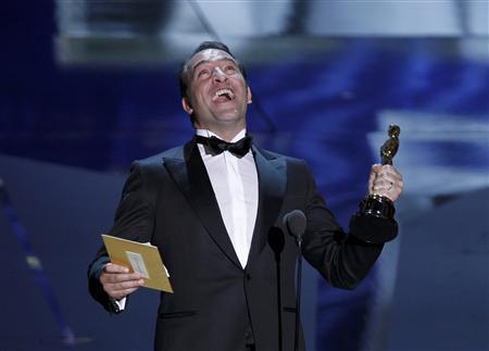 French actor Jean Dujardin accepts the Oscar for Best Actor for his role in the film ''The Artist'' at the 84th Academy Awards in Hollywood, February 26, 2012.  REUTERS/Gary Hershorn