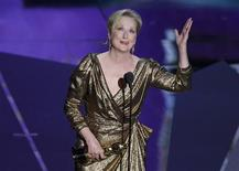 "Actress Meryl Streep accepts the Oscar for Best Actress for her role in ""The Iron Lady"" at the 84th Academy Awards in Hollywood, February 26, 2012.  REUTERS/Gary Hershorn"