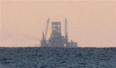A Chinese-built drilling rig known as Scarabeo 9 is seen off the coast of Havana January 21, 2012.  REUTERS/Desmond Boylan