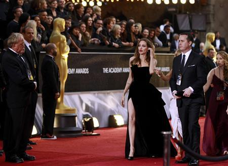 Angelina Jolie arrives at the 84th Academy Awards in Hollywood, February 26, 2012.   REUTERS/Lucas Jackson