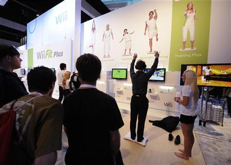 Attendees play Wii Fit Plus at the E3 Electronic Entertainment Expo in Los Angeles June 2, 2009.   REUTERS/Phil McCarten