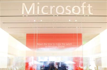 The interior of a Microsoft retail store is seen in San Diego January 18, 2012. Microsoft Corp's fiscal second-quarter profit fell very slightly as lagging computer sales to cash-strapped consumers in the United States and Europe hurt its core Windows business. Picture taken January 18, 2012. REUTERS/Mike Blake (UNITED STATES - Tags: BUSINESS SCIENCE TECHNOLOGY LOGO)