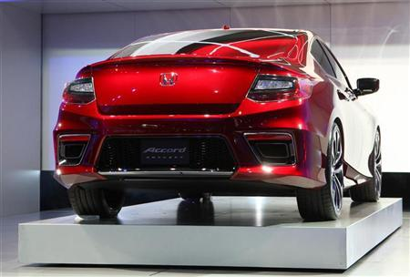 The Honda Accord plug in hybrid concept car is displayed on the final press preview day for the North American International Auto Show in Detroit, Michigan, January 10, 2012.   REUTERS/Rebecca Cook