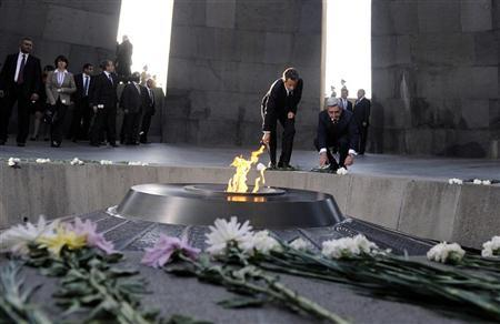 France's President Nicolas Sarkozy and Armenian President Serzh Sargsyan (R) lay flowers at the Tsitsernakaberd Armenian Genocide Memorial Museum in Yerevan on October 6, 2011.   REUTERS/Eric Feferberg/Pool