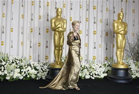 Meryl Streep, best actress winner for her role in ''The Iron Lady,'' holds her Oscar backstage the 84th Academy Awards in Hollywood, California, February 26, 2012.  REUTERS/ Mike Blake