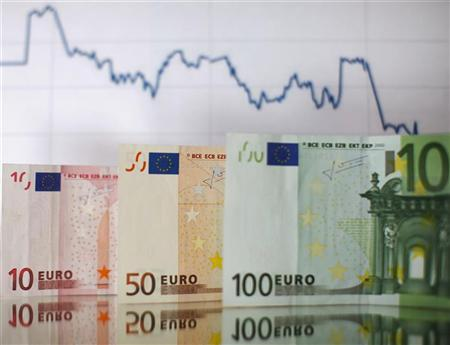 Euro banknotes and a currency graph are placed on mirror and in this picture illustration taken in Zenica, January 22, 2011. REUTERS/Dado Ruvic