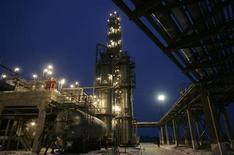 Газовое месторождение к востоку от Киева, 24 декабря 2008 г. Правительство Украины выпустит облигации на сумму 6 миллиардов гривен ($751 миллион) для увеличения уставного капитала госхолдинга Нафтогаз - аналитики полагают, что деньги от размещения госбумаг пойдут на расчеты за импорт дорожающего российского газа. REUTERS/Konstantin Chernichkin