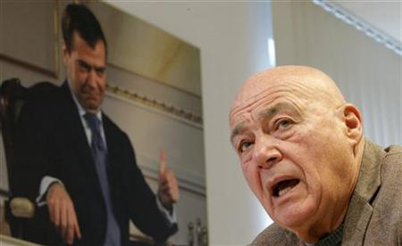 Prominent Russian journalist Vladimir Pozner speaks to Reuters journalists during an interview in Moscow February 17, 2012. REUTERS/Anton Golubev