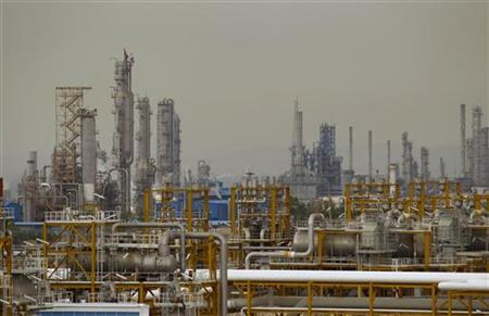 Gas refineries are seen in Assalouyeh, south of Tehran, January 27, 2011.  REUTERS/Caren Firouz
