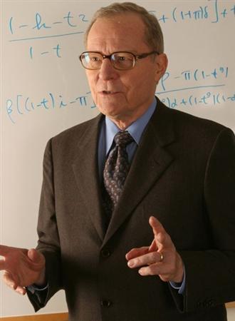 デール・ジョルゲンソン氏は米国の経済学者で、ハーバード大学名誉教授。計量経済学会会長、米国経済学会会長、米国学術研究会議経済政策部門(STEP)委員長などを歴任。スウェーデン王立科学アカデミー、全米科学アカデミーなどの名誉会員。