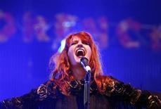 Florence Welch performs at the Glastonbury Festival 2009.   REUTERS/Luke MacGregor
