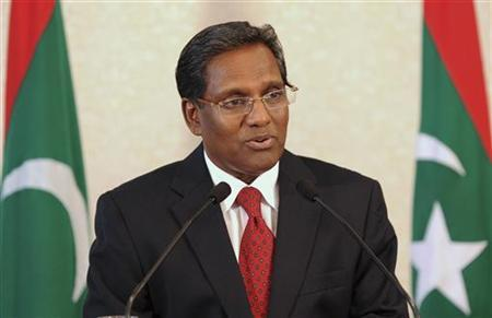 Maldives' President Mohamed Waheed Hassan Manik speaks during a news conference at the president office in Male February 11, 2012. REUTERS/Stringer