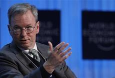 O presidente-executivo do Google Eric Schmidt comparece a uma sessão do Fórum Econômico Mundial em Davos, 27 de janeiro de 2012. REUTERS/Arnd Wiegmann