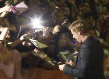 """O ator Ryan Gosling chega à estreia do filme """"Drive"""" para um mar de fãs no Ryerson Theatre, no 36o Festival Internacional de Cinema em Toronto, 10 de setembro de 2011. Reuters/Fred Thornhill"""