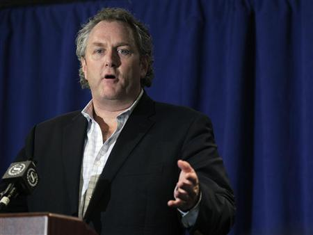 Conservative journalist Andrew Breitbart speaks at a news conference prior to U.S. Congressman Anthony Weiner (D-NY) in New York, June 6, 2011.   REUTERS/Brendan McDermid