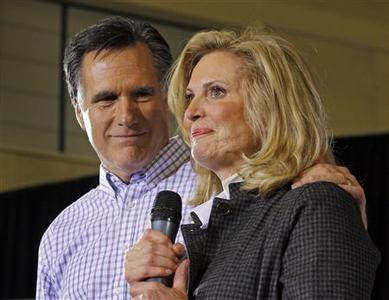 Mitt Romney is joined by his wife Ann at a campaign rally in Exeter, New Hampshire, January 8, 2012.    REUTERS/Brian Snyder