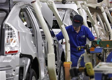 An employee works on an assembly line of Toyota Motor Corp's hybrid car ''Prius'' at its Tsutsumi plant in Toyota, central Japan December 9, 2011. Toyota Motor Corp reported a stronger-than-expected quarterly operating profit, shrugging off a firm yen and the damaging impact of flooding in Thailand, and raised its annual forecast, helped by cost cuts and Japanese government subsidies. Picture taken December 9, 2011 . REUTERS/Kim Kyung-Hoon