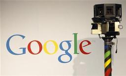 Камера для съемки фотографий для приложения Google Street View на выставке в Гановере, 2 марта 2010 года. Француз решил судиться с интернет-гигантом Google за фотографию, запечатлевшую, как он справляет мелкую нужду у себя во дворе, которая попала в приложение для просмотра улиц Google Street View и, как он говорит, сделала его посмешищем среди односельчан. REUTERS/Christian Charisius