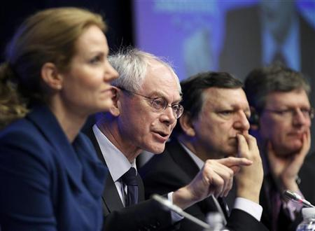 Denmark's Prime Minister Helle Thorning-Schmidt (L-R), European Council President Herman Van Rompuy and European Commission President Jose Manuel Barroso hold a news conference after a tripartite social summit ahead of a two-day European Union leaders summit in Brussels March 1, 2012.  REUTERS/Yves Herman