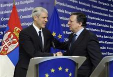 Президент Сербии Борис Тадич и президент Еврокомиссии Жозе Мануэль Баррозу на пресс-конференции в Брюсселе, 28 февраля 2012 г. Европейский союз присвоил Сербии статус кандидата на вступление в ЕС в четверг, пытаясь содействовать улучшению положения государства, борющегося с последствиями войн 1990-х. REUTERS/STRINGER Belgium