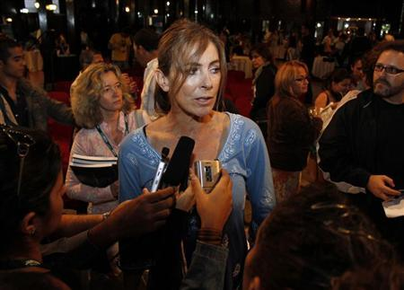 Movie director Kathryn Bigelow of the United States, winner of an Oscar as best director in 2010 for the ''Hurt Locker'' speaks to reporters in Havana December 5, 2010. REUTERS/Stringer