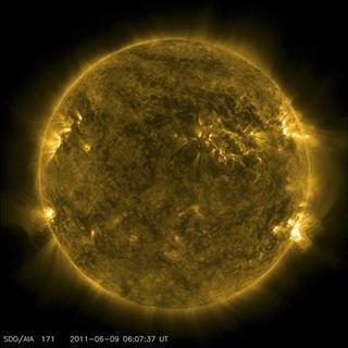 O imagine handout arata ca Soarele vizualizat de către Observatorul Solar Dynamics, la 9 iunie 2011.  REUTERS / NASA / ODD / Fişa