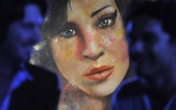 A pintura 'Amy', do artista britânico Johan Andersson, é vista na parede de um pub no centro de Londres, 23 de agosto de 2011. A Fundação Amy Winehouse, criada após a morte da cantora britânica no ano passado aos 27 anos, vai financiar uma bolsa de estudos para uma escola de teatro onde ela trabalhou sua voz pela primeira vez. REUTERS/ Toby Melville
