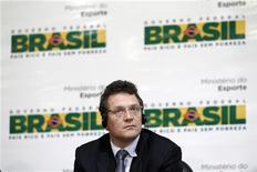 O secretário-geral da FIFA, Jerôme Valcke, comparece a uma coletiva de imprensa sobre os preparativos para a Copa do Mundo de 2014, em Brasilia. O governo brasileiro não aceita mais o secretário-geral da Fifa como seu interlocutor nos preparativos para a Copa do Mundo de 2014. 16/01/2012   REUTERS/Ueslei Marcelino