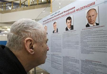 A man checks a list of presidential candidates at a polling station in Moscow, March 4, 2012. REUTERS/Sergei Karpukhin