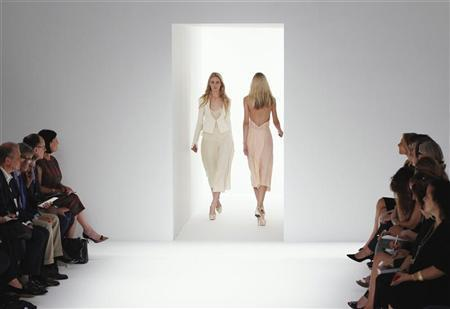 Models present creations from the Calvin Klein Spring/Summer 2012 collection during New York Fashion Week September 15, 2011.  REUTERS/Lucas Jackson